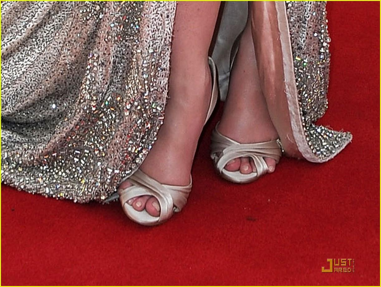 christina hendricks emmys 2011 red carpet 03