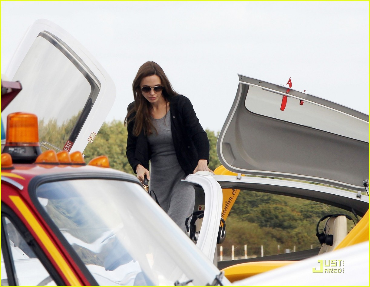 angelina jolie flying lessons maddox 01