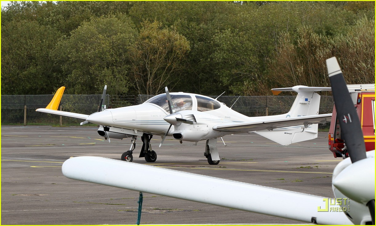 angelina jolie flying lessons maddox 10