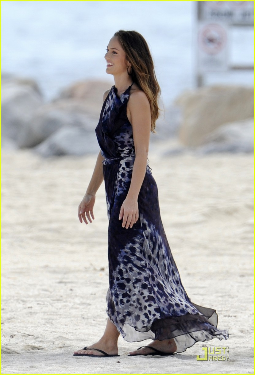 minka kelly splash filming 03