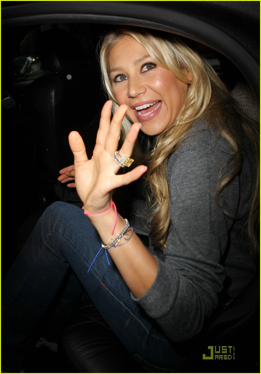 anna kournikova regis kelly 04