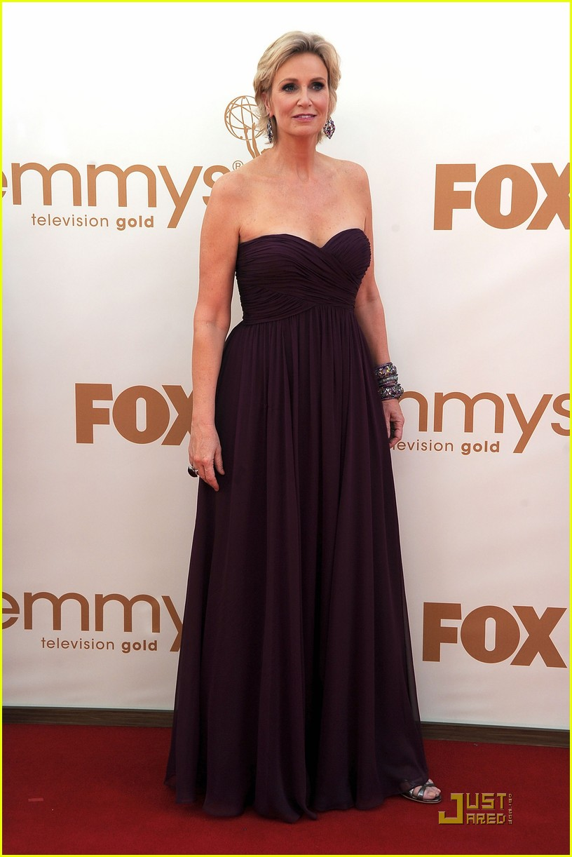 jane lynch emmys 2011 red carpet 01