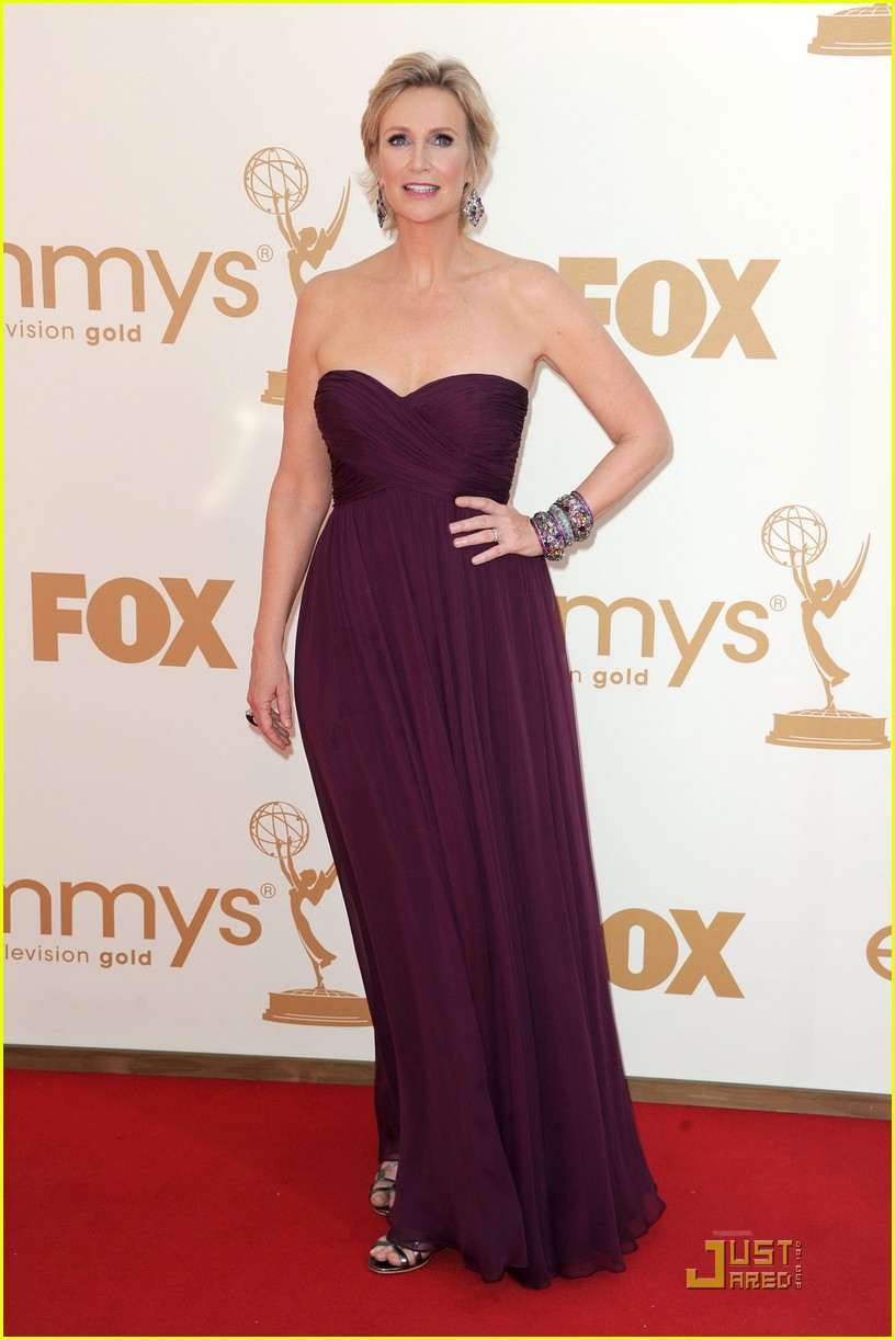 jane lynch emmys 2011 red carpet 05
