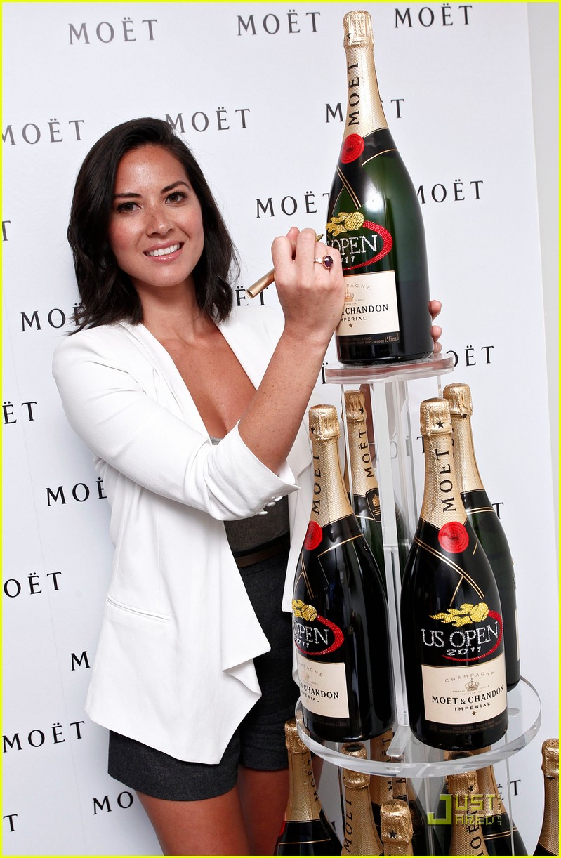 olivia munn us open and qvc chick 09