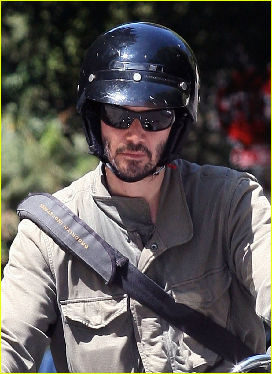 keanu reeves motorcycle 032576099