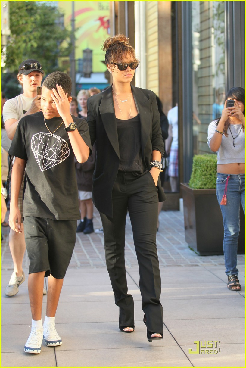 rihanna shopping with rajad 09