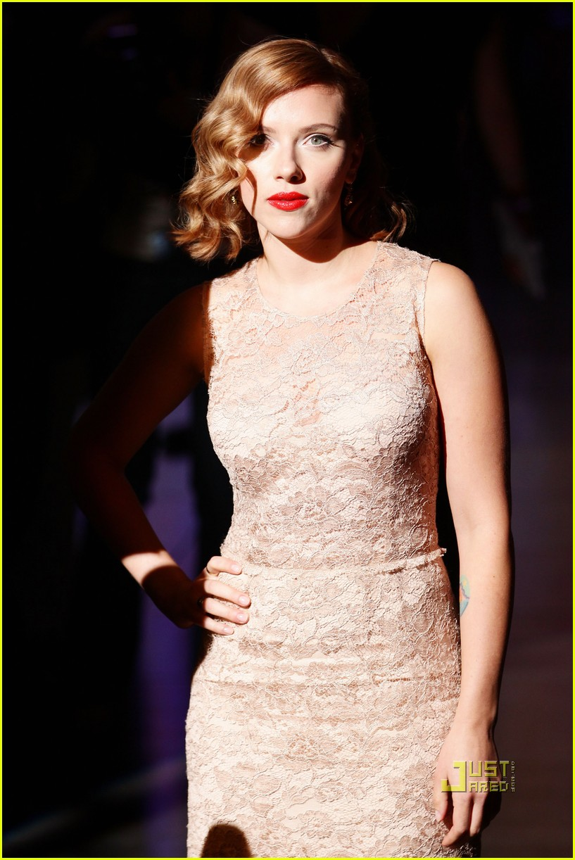 scarlett johansson dolce and gabbana milan fashion week 06