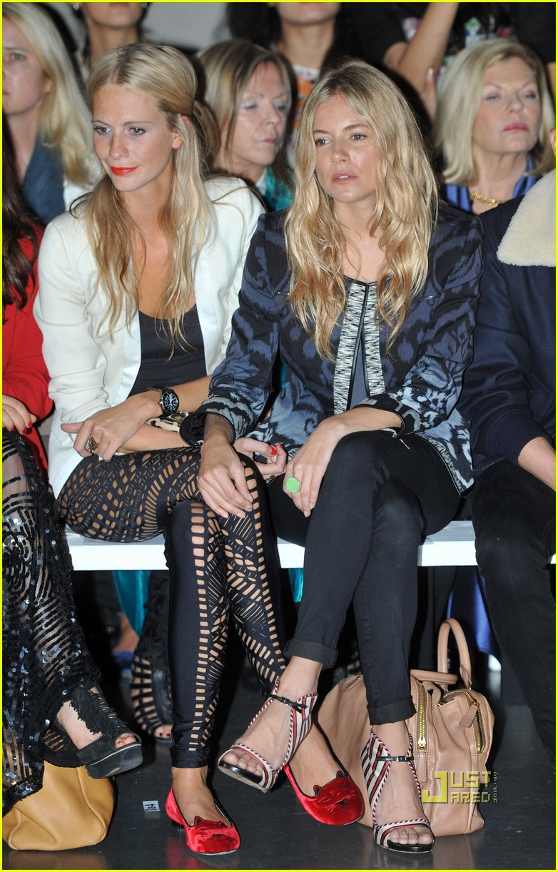 sienna miller front row matthew williamson 03