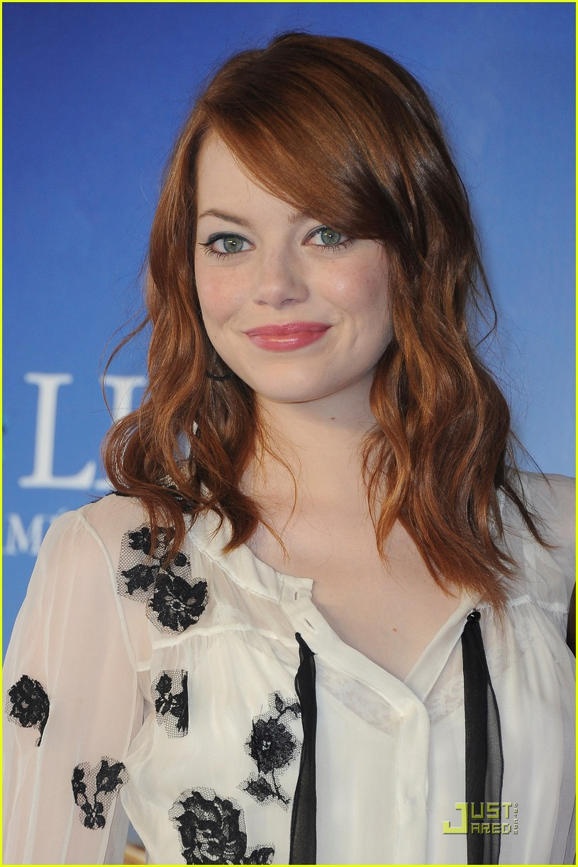 emma stone help photo call deauville 02