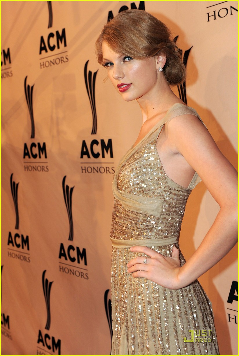 taylor swift acm honors 17