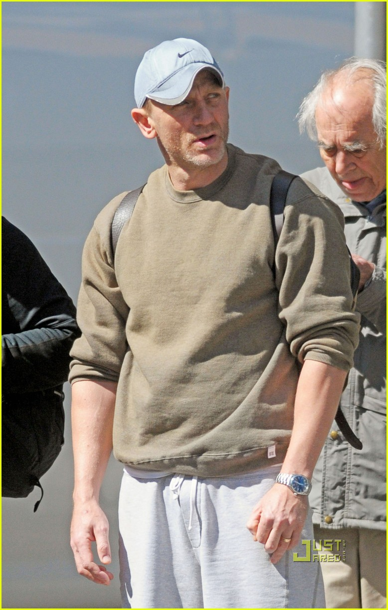 daniel craig vitamin shoppe 01