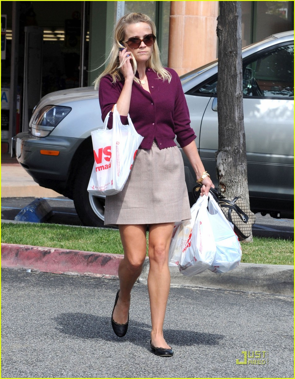 reese witherspoon cvs run 03