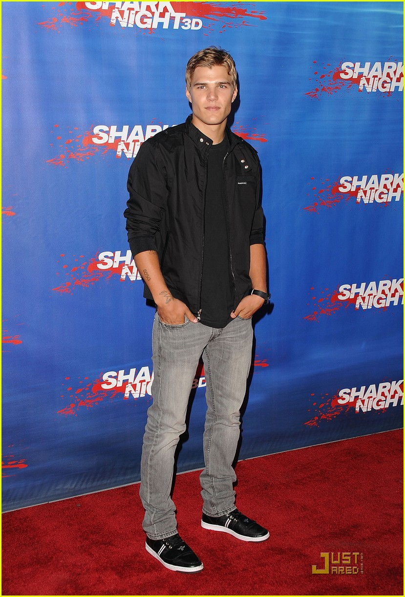 Full Sized Photo Of Chris Zylka Shark Night Premiere 01 Photo 2575967 Just Jared