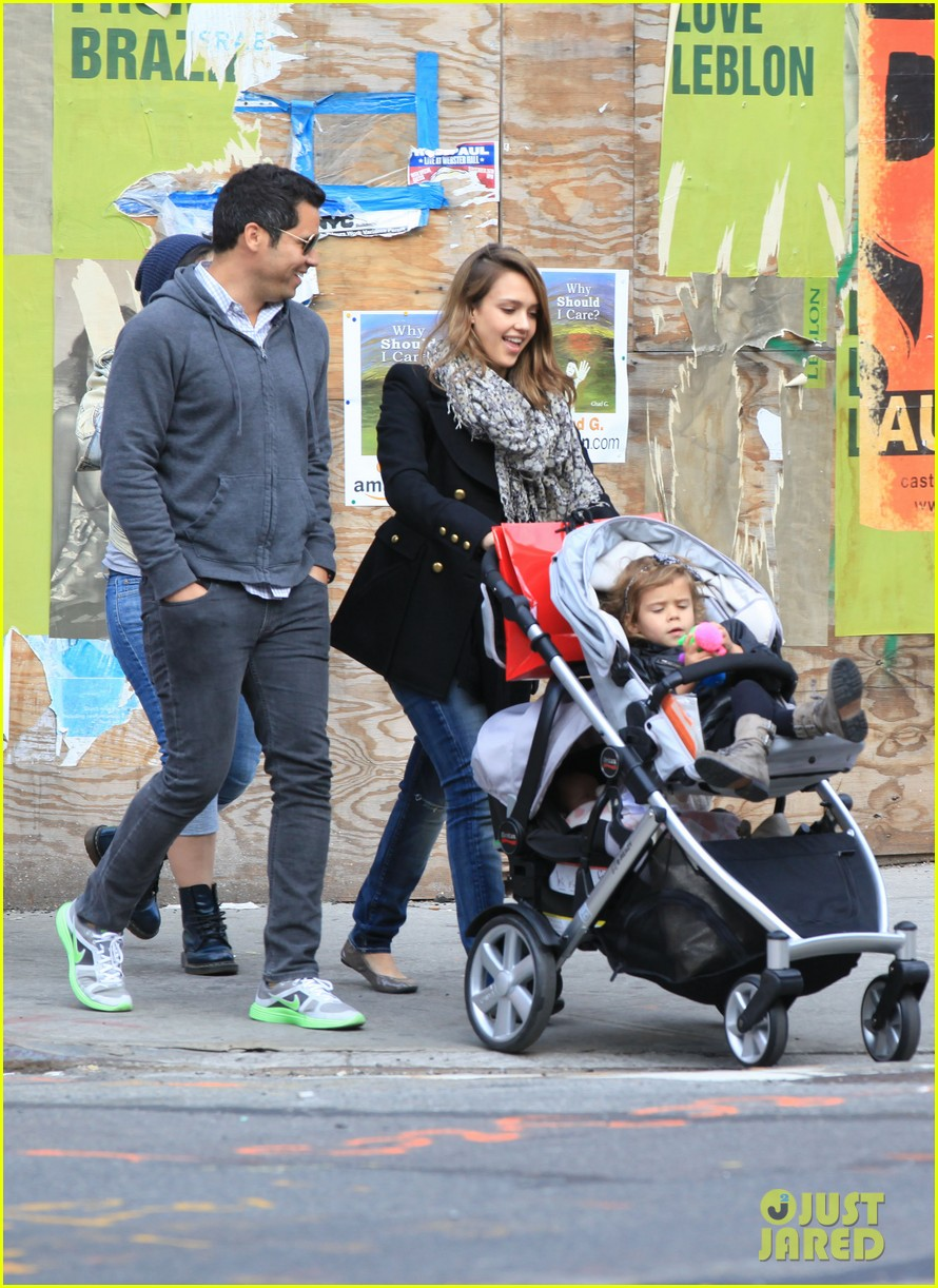 jessica alba out nyc family 07