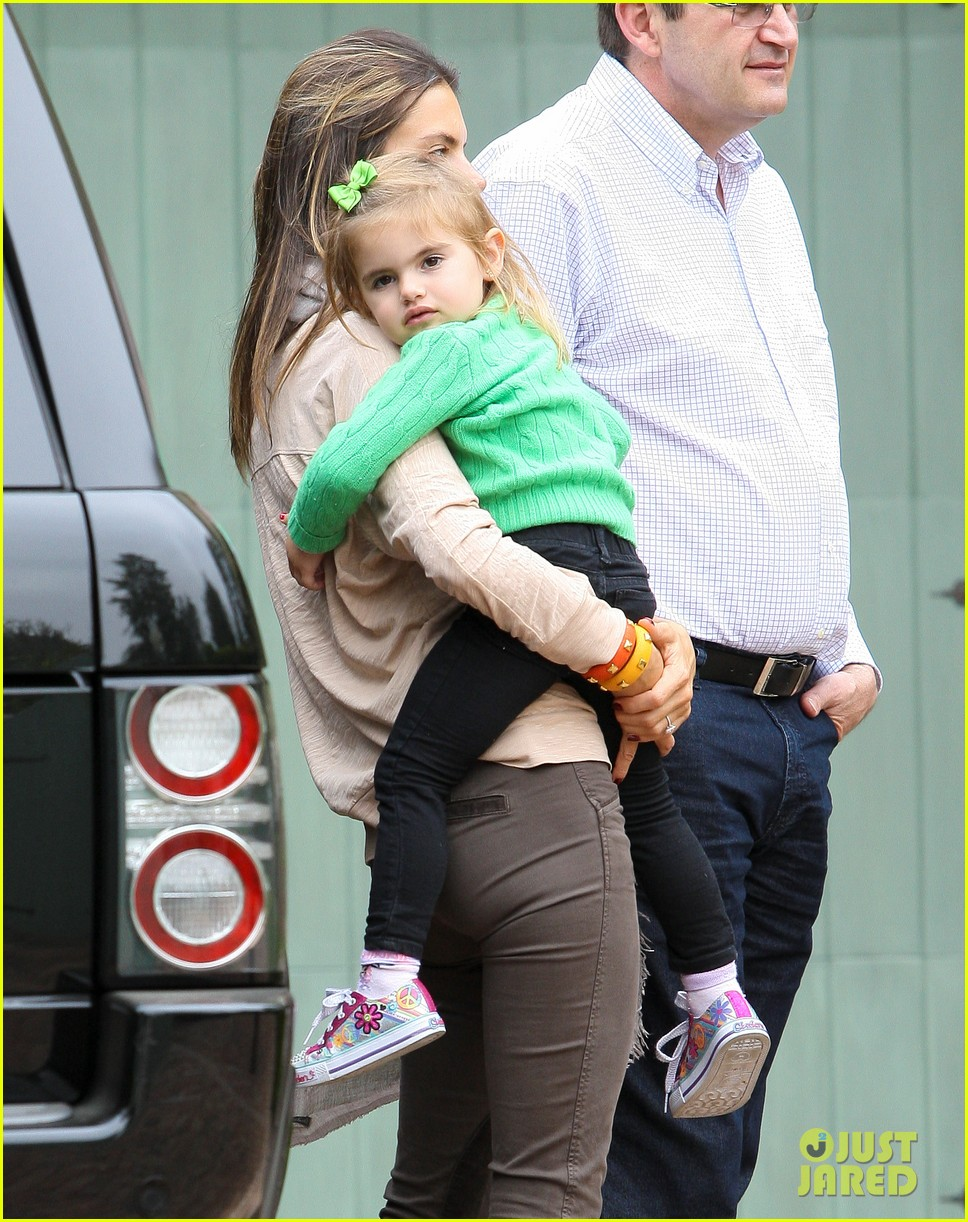 alessandra ambrosio brentwood family 00