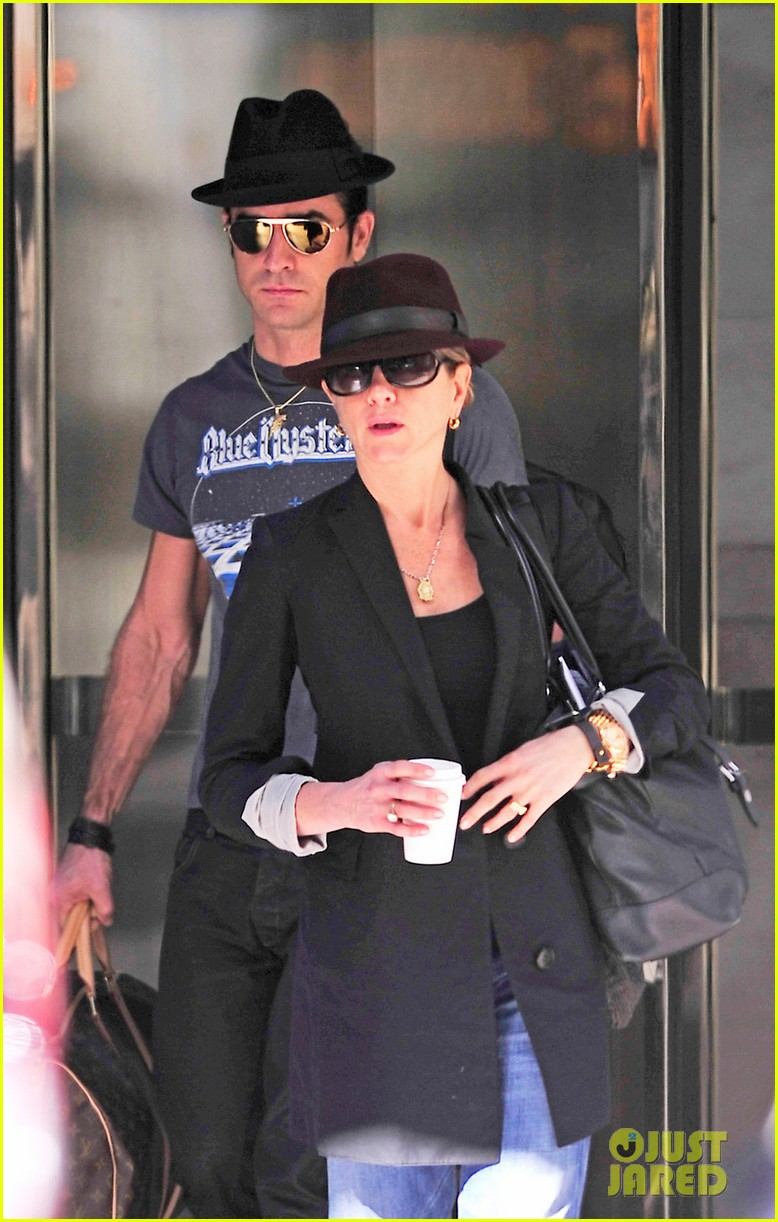 jennifer aniston justin theroux fedora meeting 04