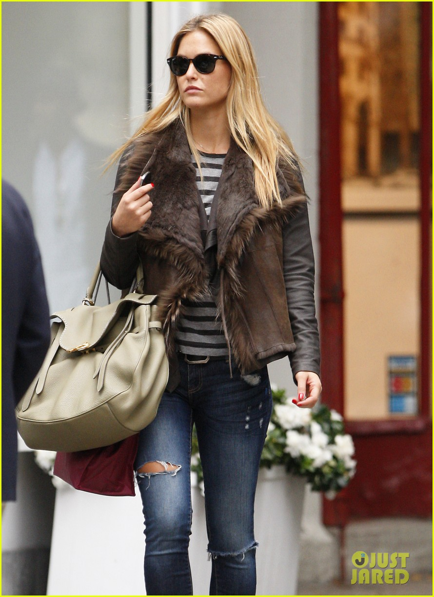 bar refaeli shopping nyc 03