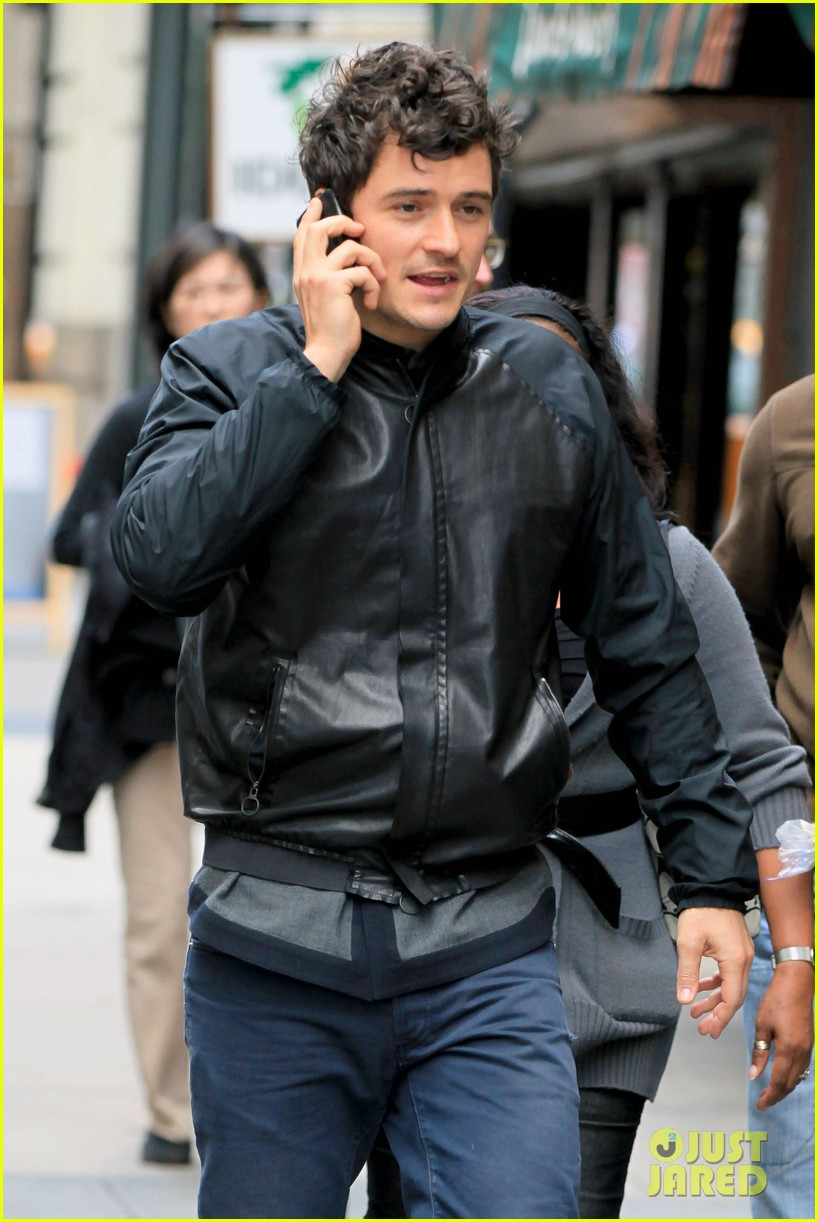 orlando bloom on the run with baby flynn 102592018