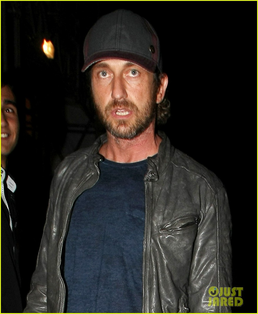 gerard butler cirque du soir nightclub with mystery gal 02