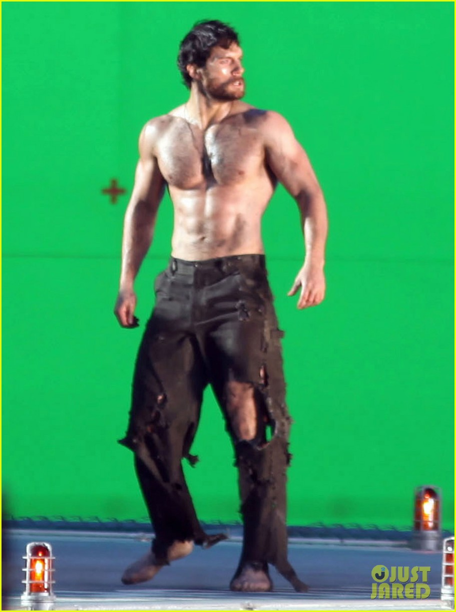 henry cavill shirtless greenscreen 01