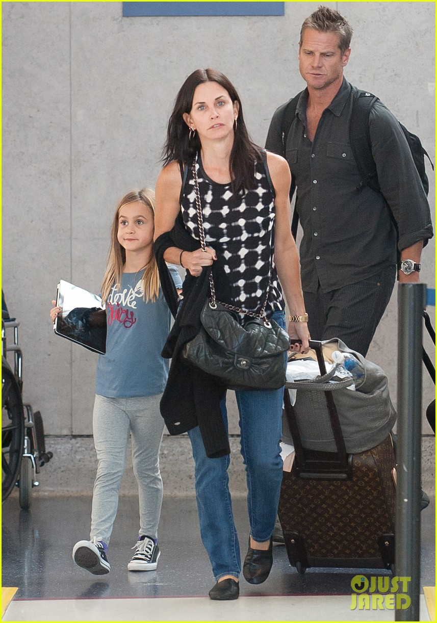 courteney cox coco airport 02