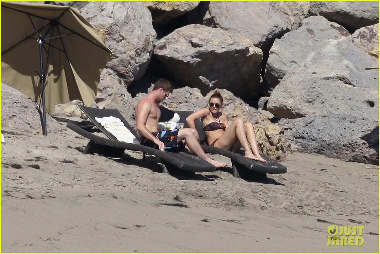 miley cyrus bikini liam hemsworth 13