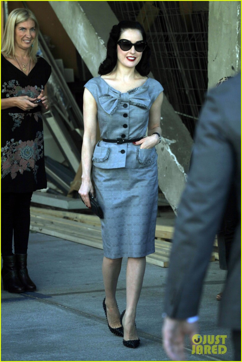 dita von teese grey dress milan 04