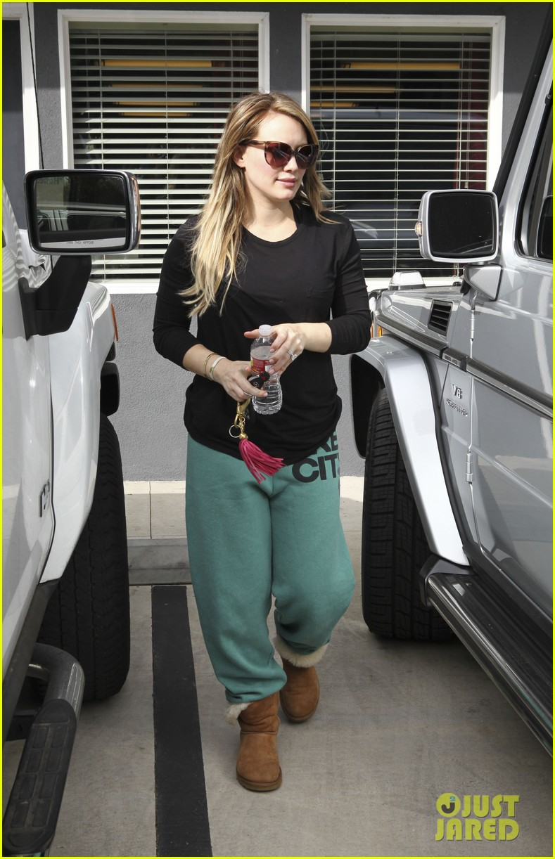 hilary duff green sweats pilates 08