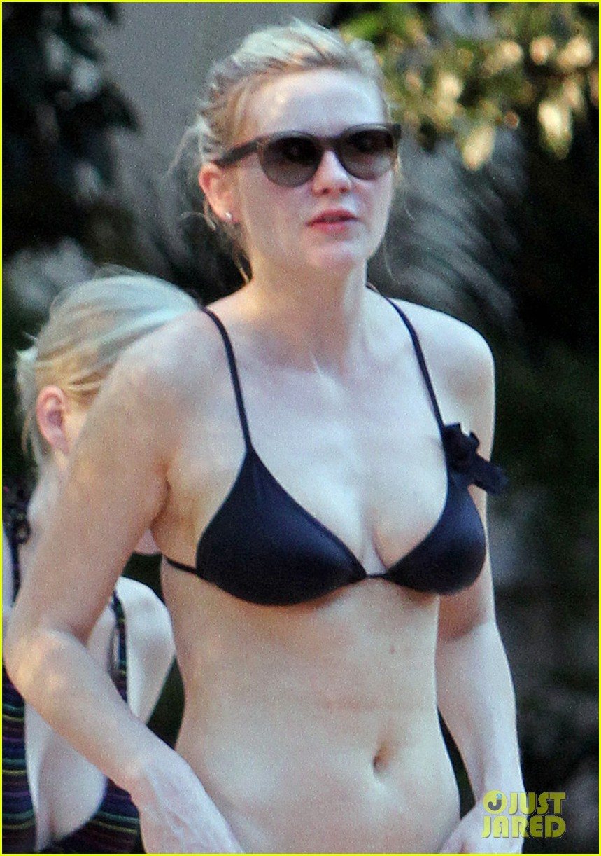 kirsten dunst black bikini 01