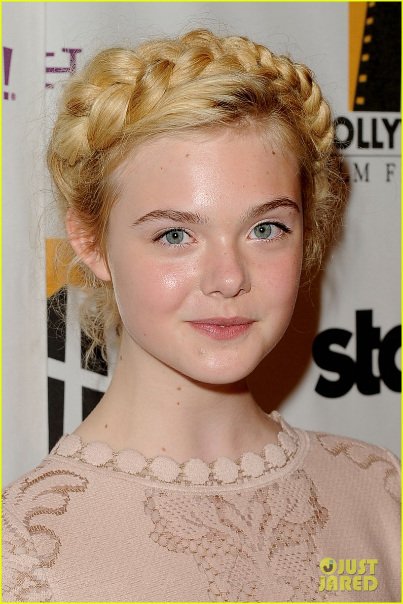 elle fanning hollywood film awards 2011 03