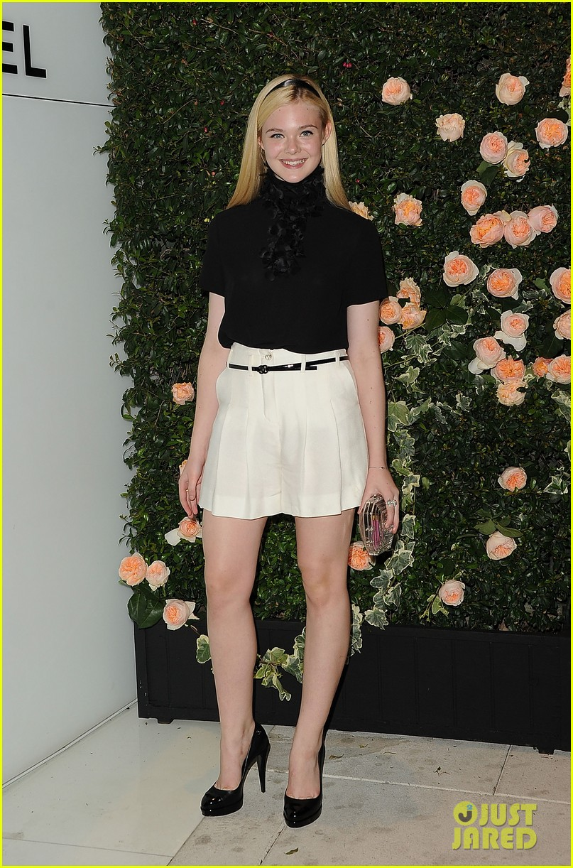 elle fanning hailee steinfeld chanel intimate dinner duo 012594476