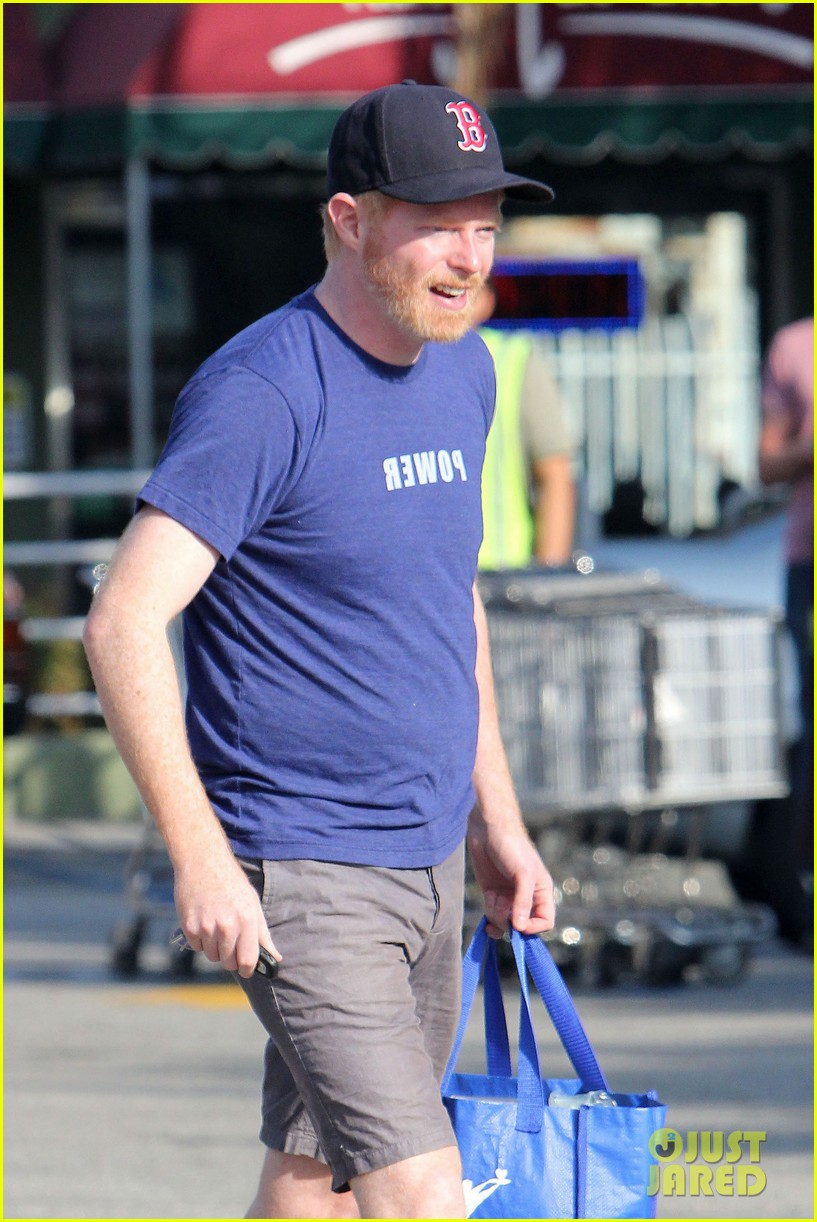 jesse tyler ferguson fan grocery shopping 02
