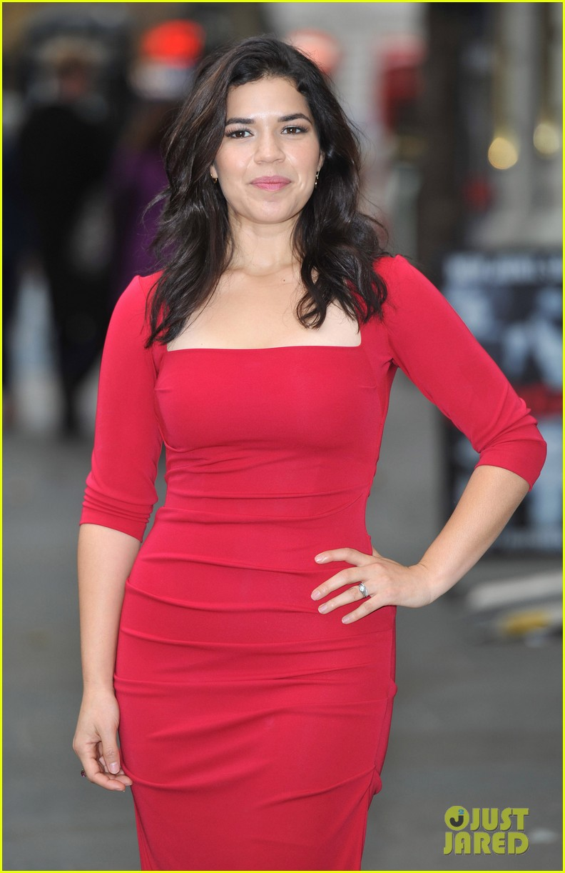 america ferrera chicago photo call 01