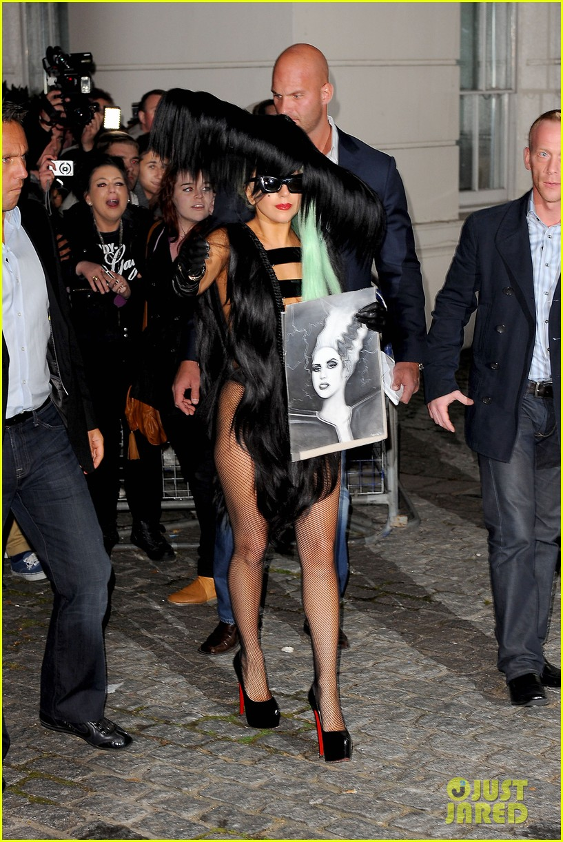 lady gaga hair outfit 092587592