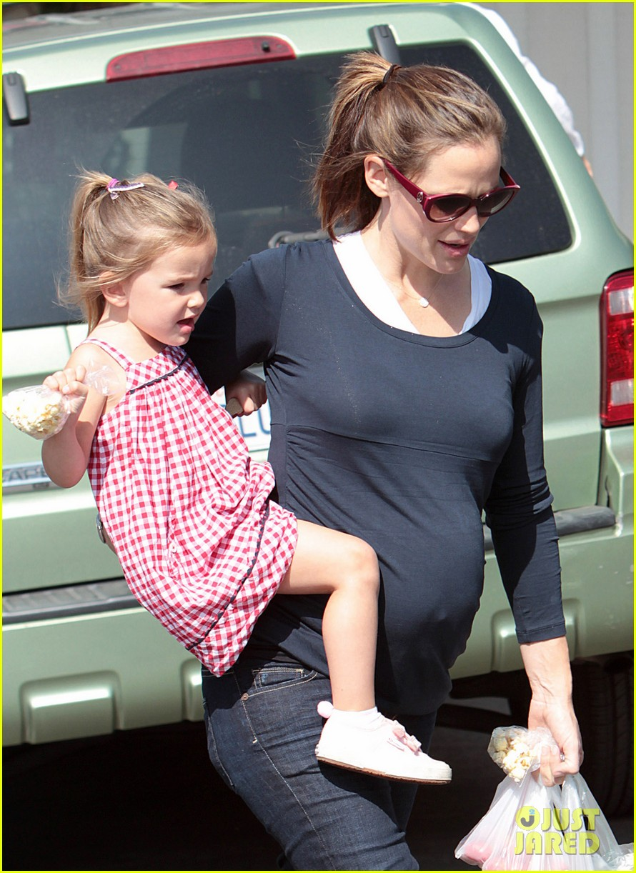jennifer garner ben affleck seraphina violet farmers market 02