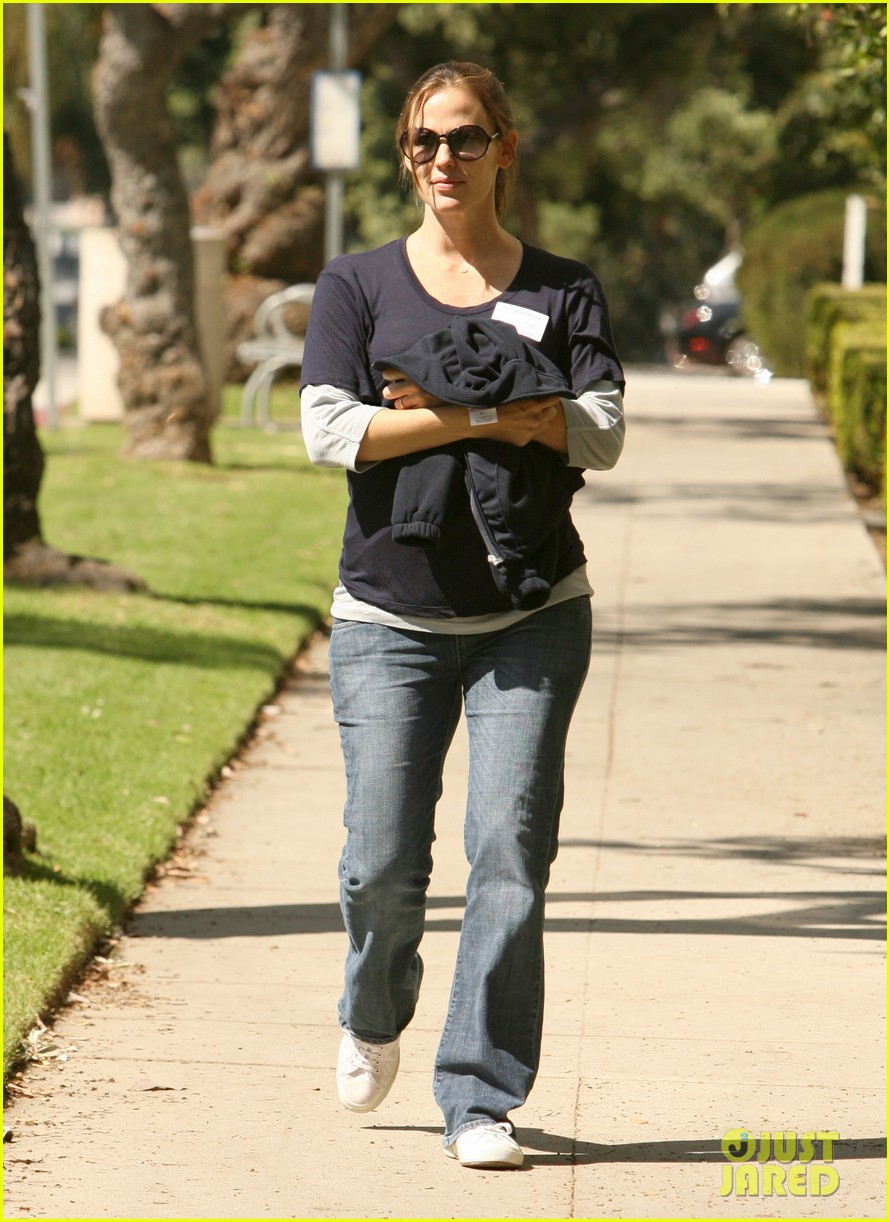 jennifer garner karate pickup 03
