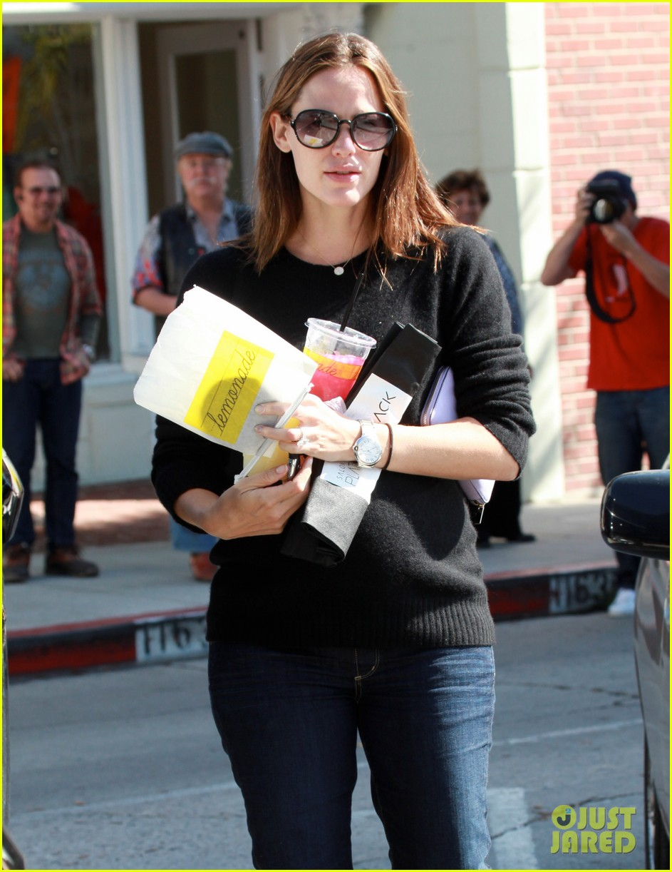 jennifer garner lemonade brentwood 04