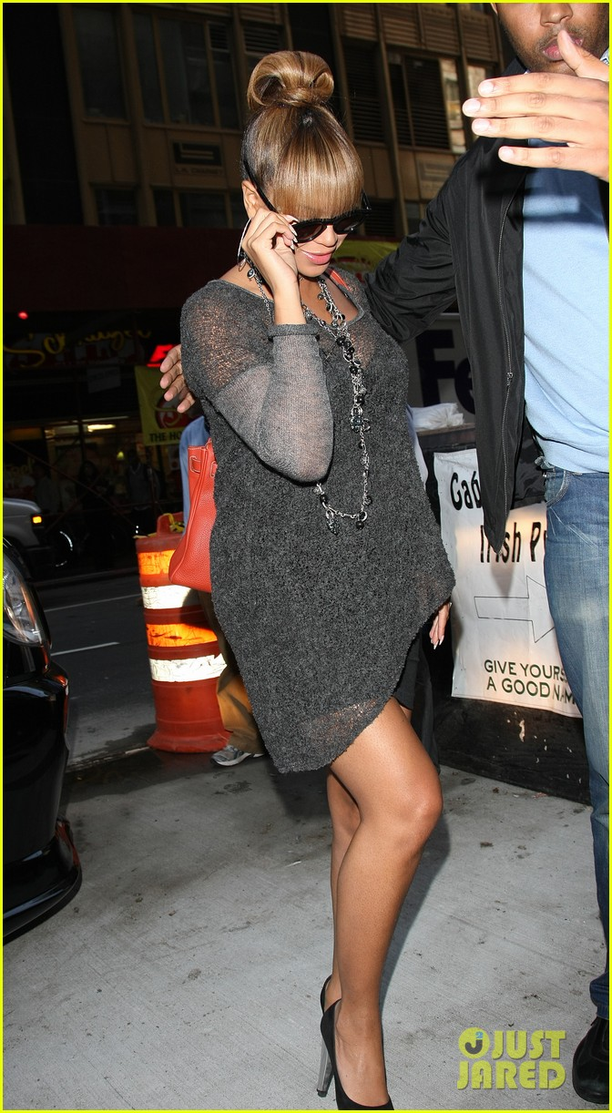 beyonce grey dress midtown 01