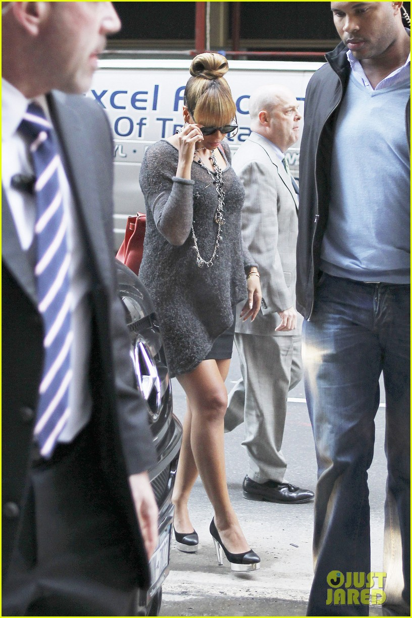 beyonce grey dress midtown 05