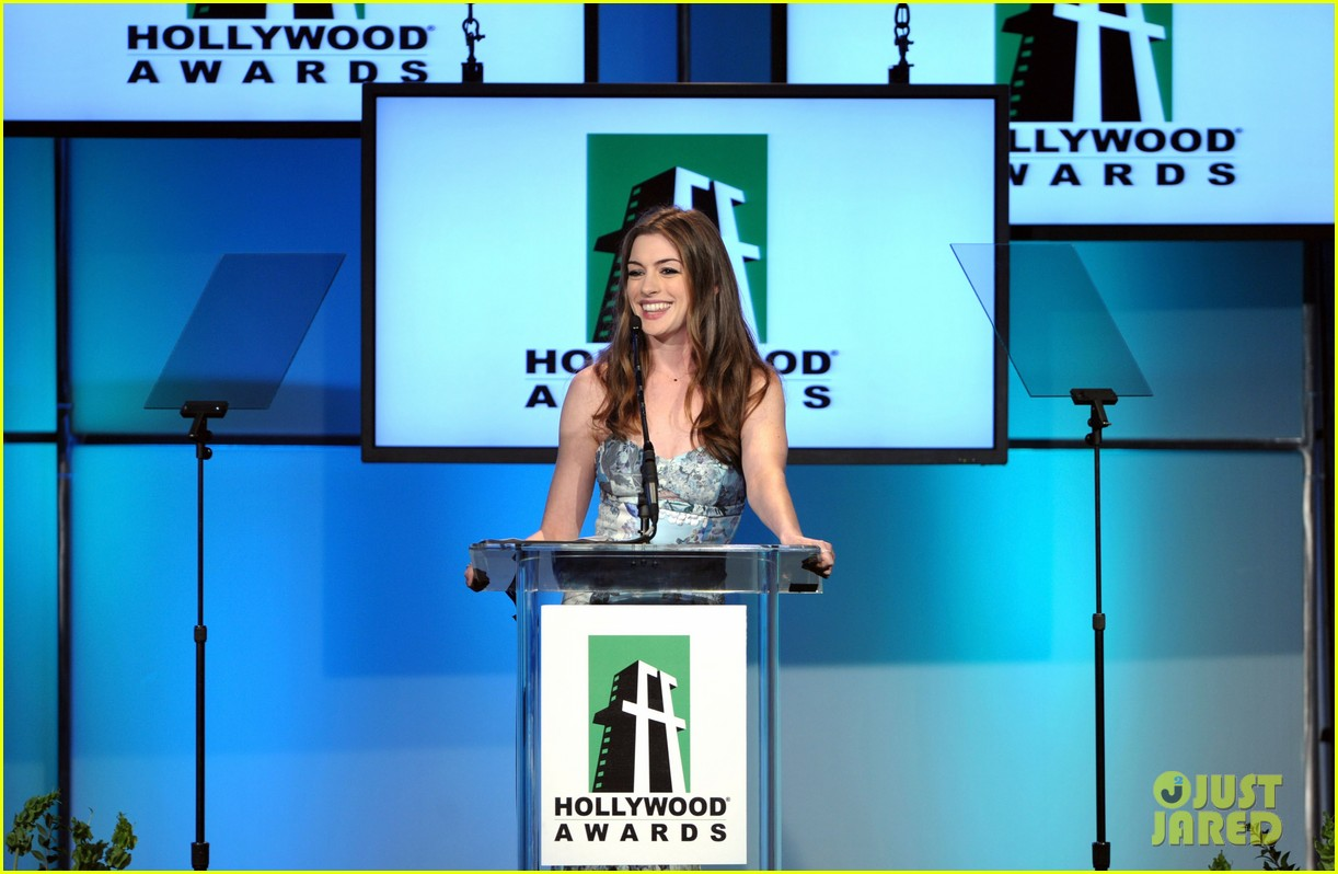 anne hathaway joseph gordon levitt hollywood film awards 152593391