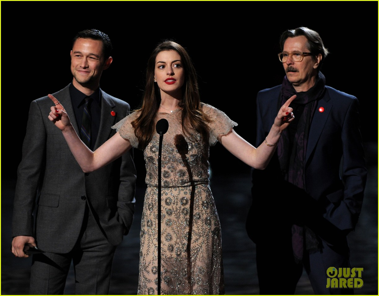 anne hathaway dark knight rises wins scream award 01
