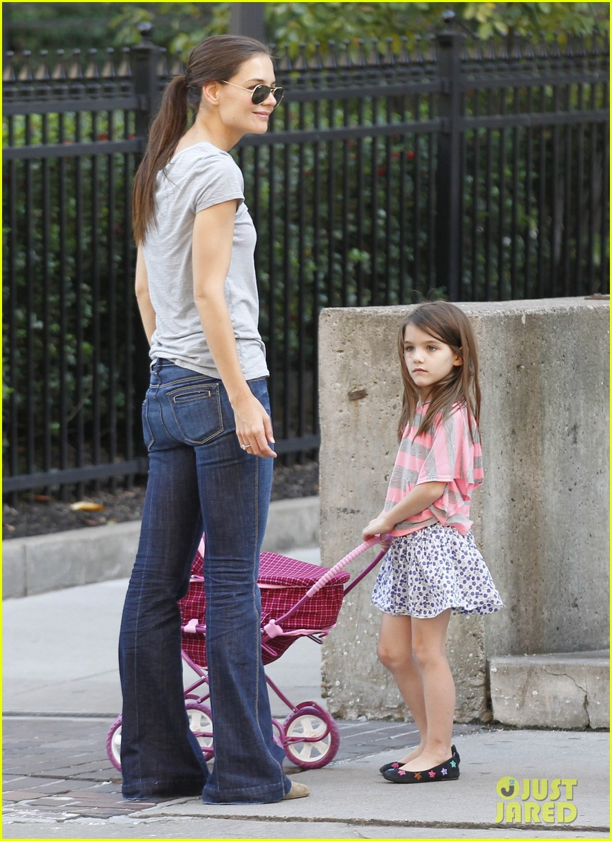 katie holmes tom cruise starbucks stop with suri 13