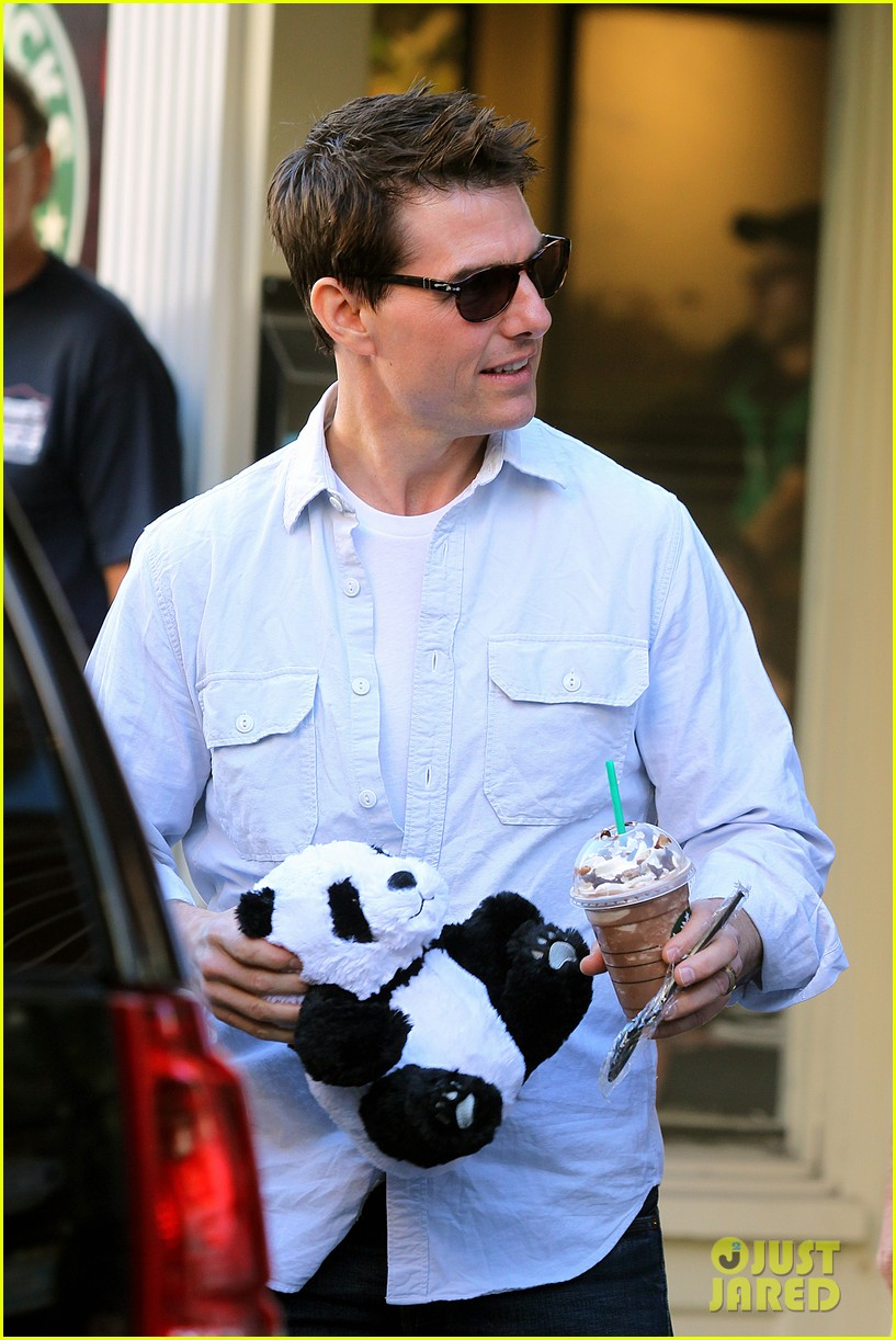 katie holmes tom cruise starbucks stop with suri 20