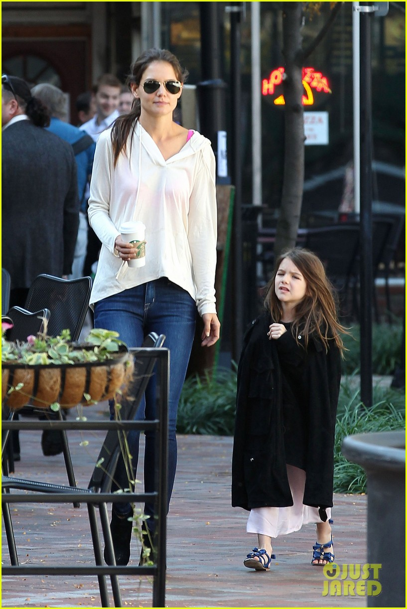 katie holmes suri starbucks 06