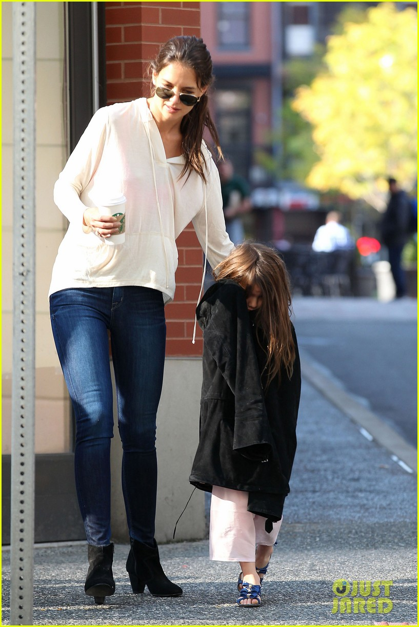 katie holmes suri starbucks 08