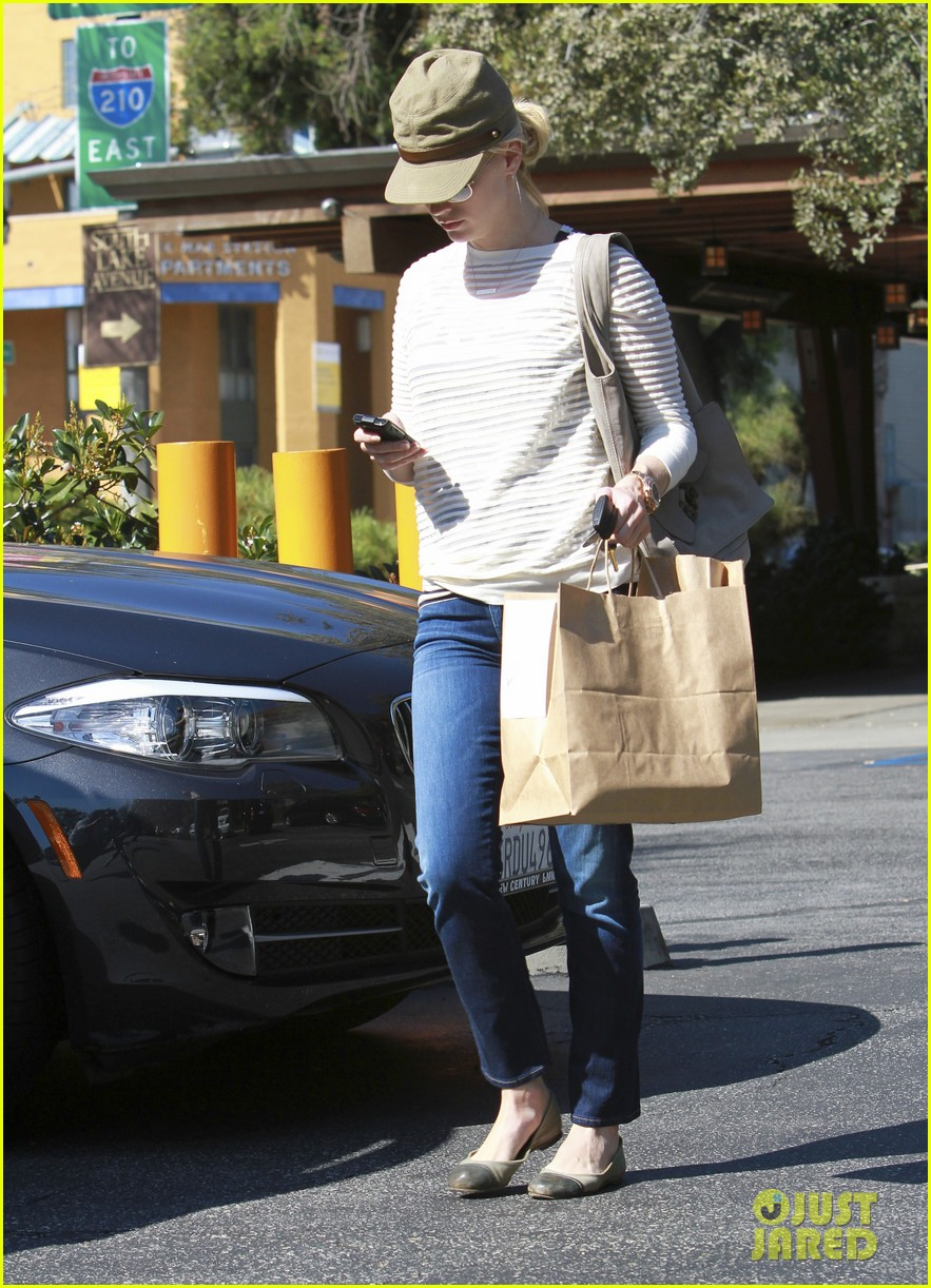 january jones picks up food 172590858