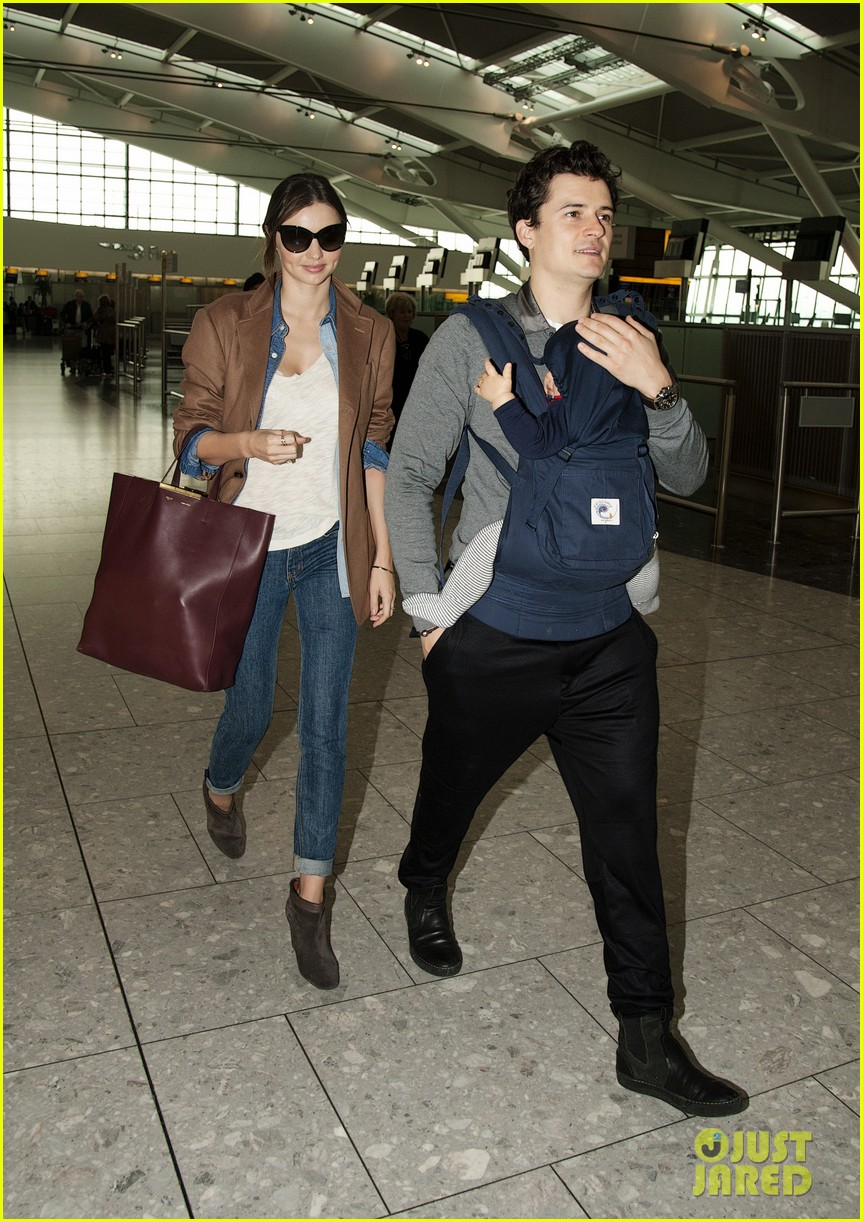 miranda kerr orlando bloom heathrow flynn 01
