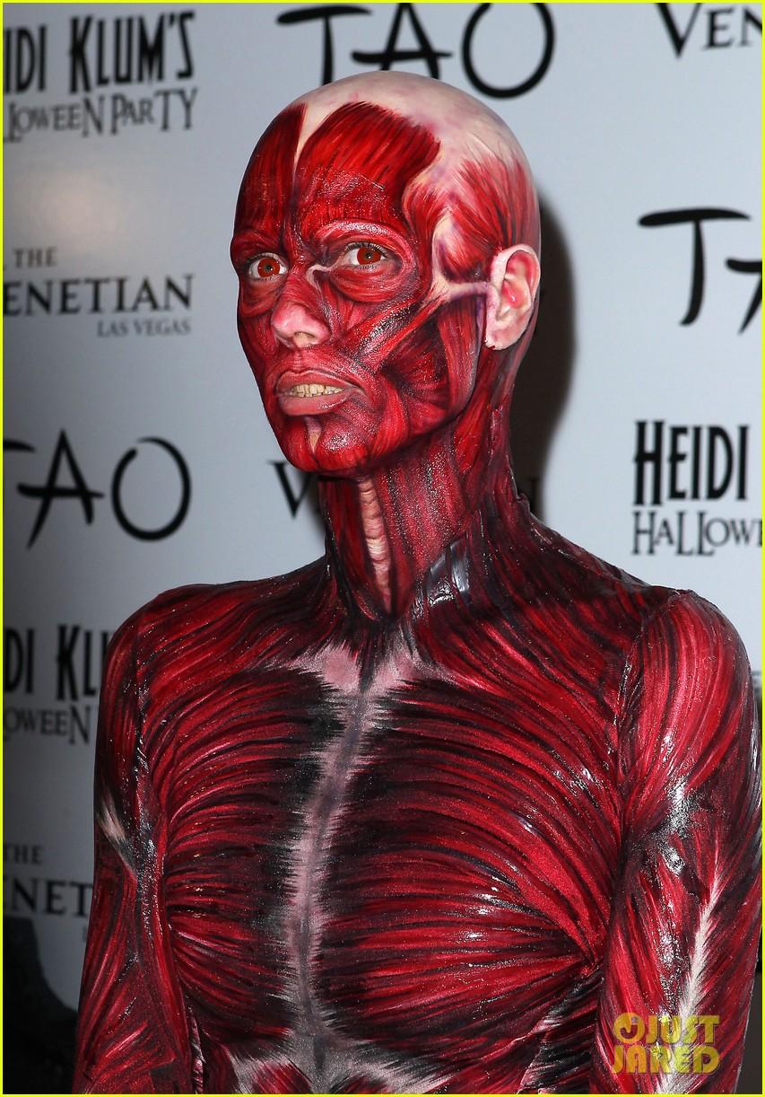 Heidi Klum: Dead Body Halloween Costume!: Photo 2595256 | Heidi ...