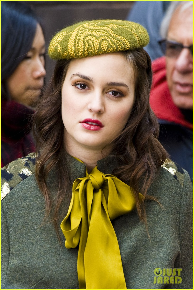 Full Sized Photo of leighton meester october 31 gossip girl 02 | Photo ... Leightonmeester