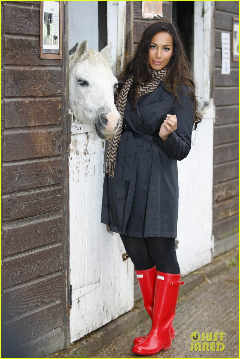 leona lewis hopefield animal sanctuary 03